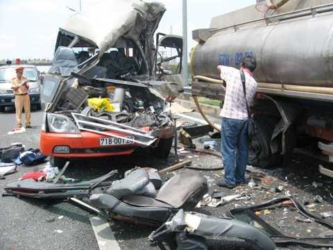 Vụ tai nạn thảm khốc khiến 7 người chết, 7 người bị thương trên cao tốc Trung Lương - TPHCM. Ảnh: K.H