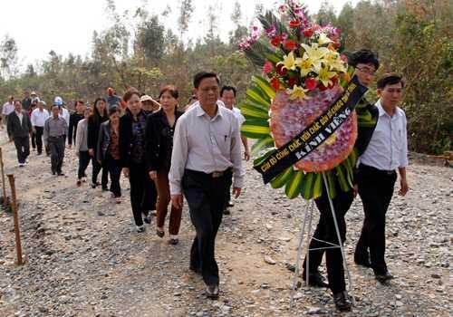 Bộ trưởng Đinh La Thăng từng yêu cầu Tổng Công ty Đường sắt Việt Nam nghiên cứu làm nhà ga gần khu mộ Đại tướng Võ Nguyên Giáp để tạo thuận lợi cho nhân dân đến viếng mộ Đại tướng