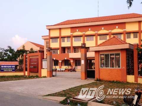 Trường tiểu học Long Bình (quận 9) nơi hàng chục em học sinh bị ngộ độc thực phẩm
