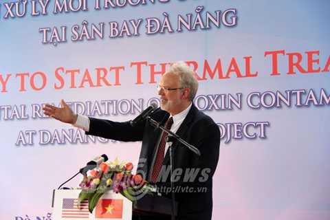 Đại sứ Hoa Kỳ tại Việt Nam DavidShear cảm ơn sự hỗ trợ từ các cơ quan Việt Nam và Quốc hội Hoa Kỳ đối với dự án