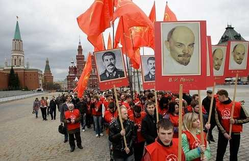 Những người cộng sản kỷ niệm sinh nhật Lênin trên Quảng trường Đỏ ở thủ đô Matxcơva năm 2010