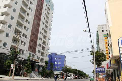 Thị   trường du khách hấp dẫn kéo theo các công trình khách sạn trên địa bàn   Đà Nẵng, nhất là khu vực ven biển được mọc lên nhanh chóng