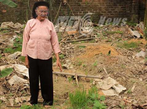 Bà T. chỉ nơi đào bới kho báu, nhưng lại thấy mộ