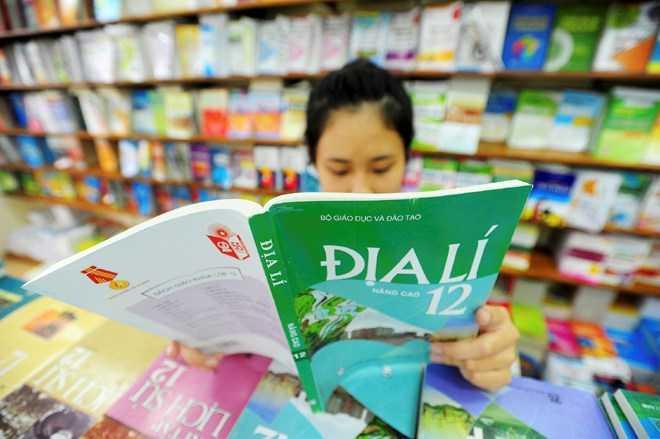 Bộ trưởng Phạm Vũ Luận khẳng định cần thiết phải đổi mới chương trình, sách giáo khoa