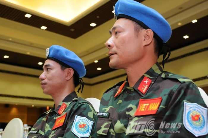 Hai sĩ quan đầu tiên của Việt Nam làm nhiệm vụ gìn giữ hòa bình tại Nam Sudan Ảnh: Tùng Đinh