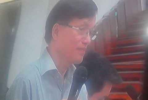 Luật sư Ngô Huy Ngọc bảo chữa cho bị cáo Kiên. Ảnh chụp qua màn hình.