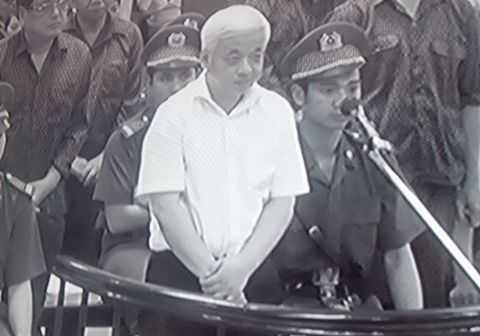 Bị cáo Nguyễn Đức Kiên trước tòa. (Ảnh chụp qua màn hình).