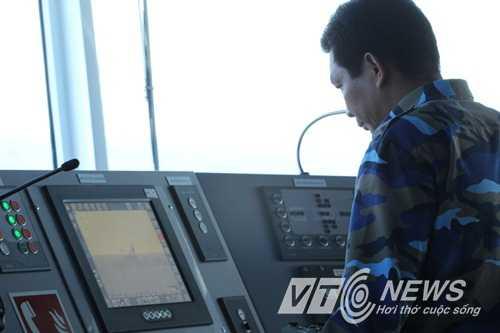 Lực lượng Cảnh sát biển Việt Nam làm nhiệm vụ tại vùng biển Trung Quốc hạ đặt giàn khoan trái phép (Ảnh: Quang Tùng)