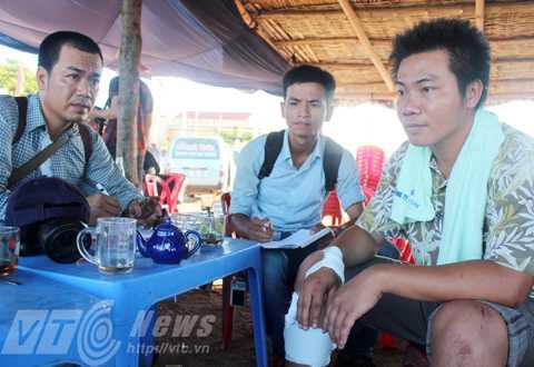 Ngư dân Nguyễn Huỳnh Bá Biên kể với phóng viên VTC News về giây phút sinh tử