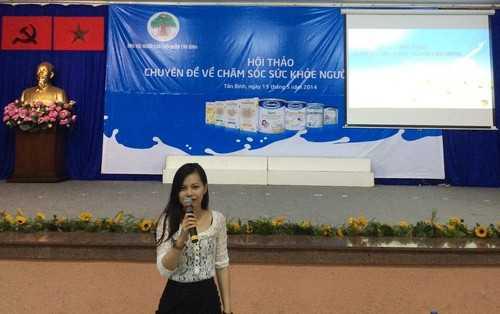 Bà Lâm Ngọc Trinh – Đại diện ngành hàng nước giải khát của Vinamilk chia sẻ với người tiêu dùng về sản phẩm Sữa Đậu Nành Goldsoy