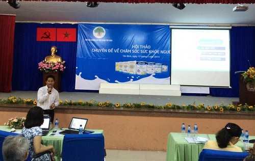 Ông Nguyễn Văn Lực – Trưởng ban Tác nghiệp Marketing ngành hàng sữa bột (Vinamilk) chia sẻ những thông tin hữu ích của các sản phẩm dinh dưỡng dành cho người cao tuổi