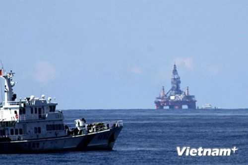 Giàn khoan Hải Dương 981 của Trung Quốc hạ đặt trái phép tại vùng biển Việt Nam. (Ảnh: Sơn Bách/Vietnam+)