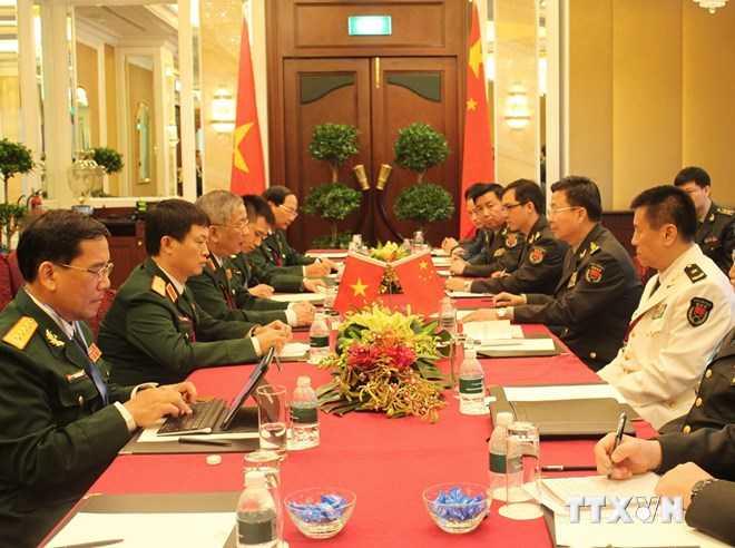 Thứ trưởng Bộ Quốc phòng Nguyễn Chí Vịnh gặp song phương với Phó Tổng Tham mưu trưởng Quân đội Trung Quốc Vương Quán Trung - Ảnh: TTXVN