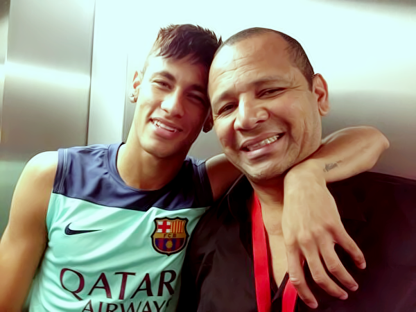 Neymar và cha đẻ, cũng là người đại diện của anh -Neymar da Silva