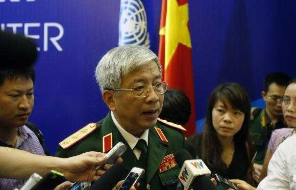 Thượng tướng Nguyễn Chí Vịnh bên lề Lễ thành lập Trung tâm gìn giữ hòa bình Việt Nam ngày 27/5 - Ảnh: Reuters