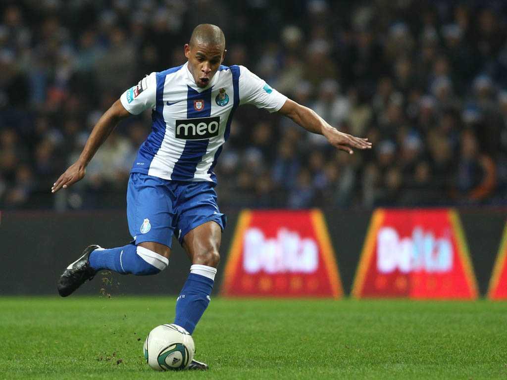 Fernando sẽ là sự bổ sung chất lượng cho hàng tiền vệ Man City