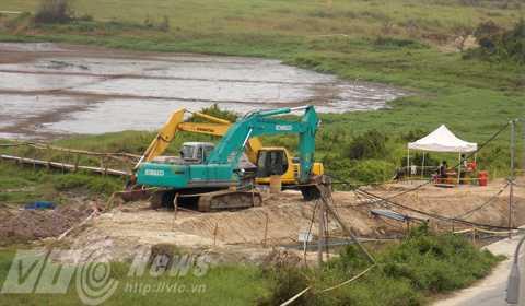 Vị trí đường ống được người dân cho là đã xả thải bùn và nước chưa xử lý ra bên ngoài (ảnh do người dân cung cấp)