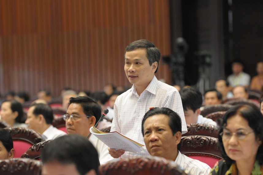 Đại biểu Phạm Tất Thắng (Vĩnh Long) cho rằng việc sinh viên thất nghiệp sau khi ra trường đã khiến cho nguồn lực xã hội lãng phí khoảng 8.000 tỷ đồng