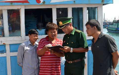 Ngư dân Lý Sơn tố cáo việc Trung Quốc xây dựng các công trình trái phép trên đảo Gạc Ma của Việt Nam