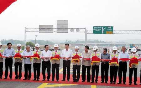 Bộ trưởng Đinh La Thăng phát lệnh thông xe kỹ thuật gói thầu A3.