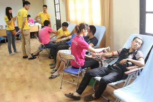 Chương trình thu hút rất đông các bạn trẻ đến tham gia.