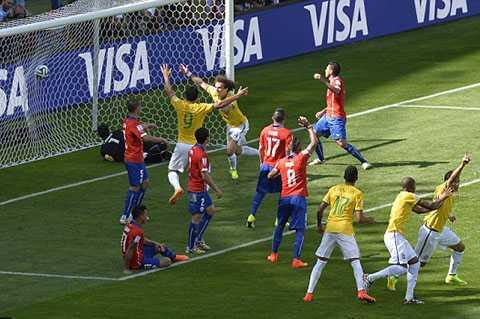 David Luiz mở tỷ số trận đấu