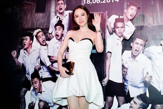 Angela Phương Trinh không hát hay nhưng vẫn đắt show nhờ biết lợi dụng scandal.