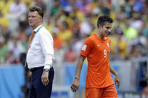Canh bạc rút Van Persie khỏi sân của Van Gaal đã thành công