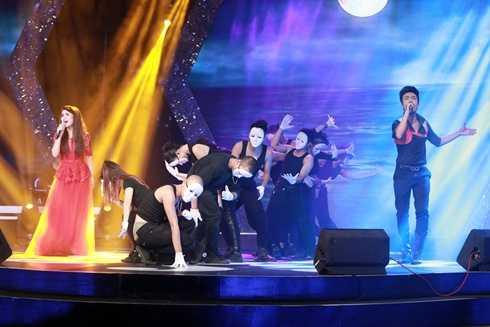 Lê Vũ Bình và Ngô Thanh Huyền là cặp đôi ấn tượng nhất đêm hát đôi Sao Mai điểm hẹn 2014.