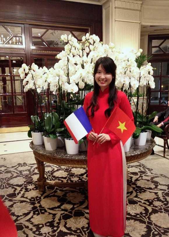Ngoài thời gian học tập, Hà Linh còn làm thêm công việc trông trẻ.