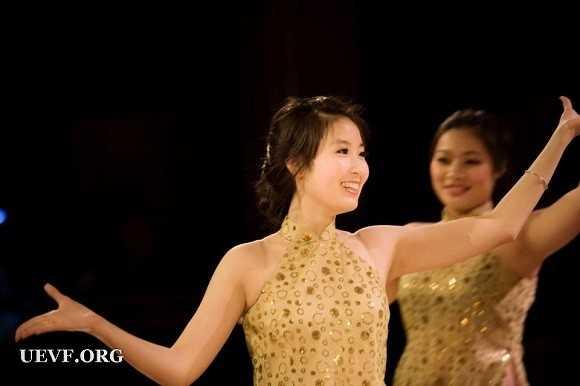 Hà Linh tham dự chương trình của Hội sinh viên Việt Nam tại Pháp.