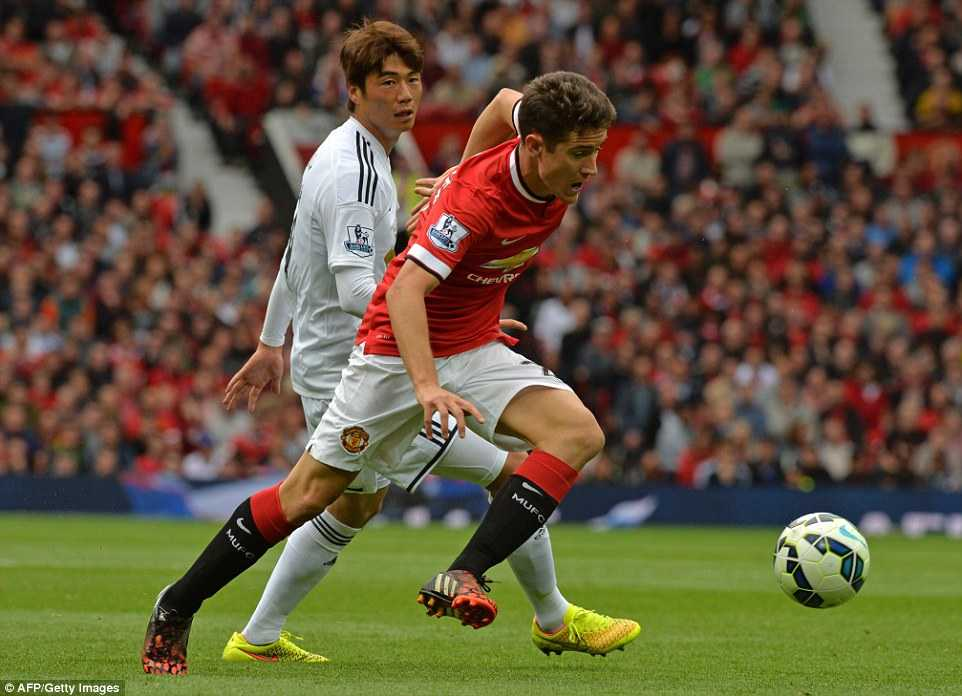 Herrera khó lòng gành vác cả hàng tiền vệ Man Utd