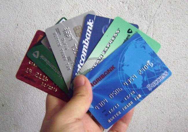 Hiện tại, hầu hết các ngân hàng đều giao khoán chỉ tiêu thẻ tín dụng cho các nhân viên.