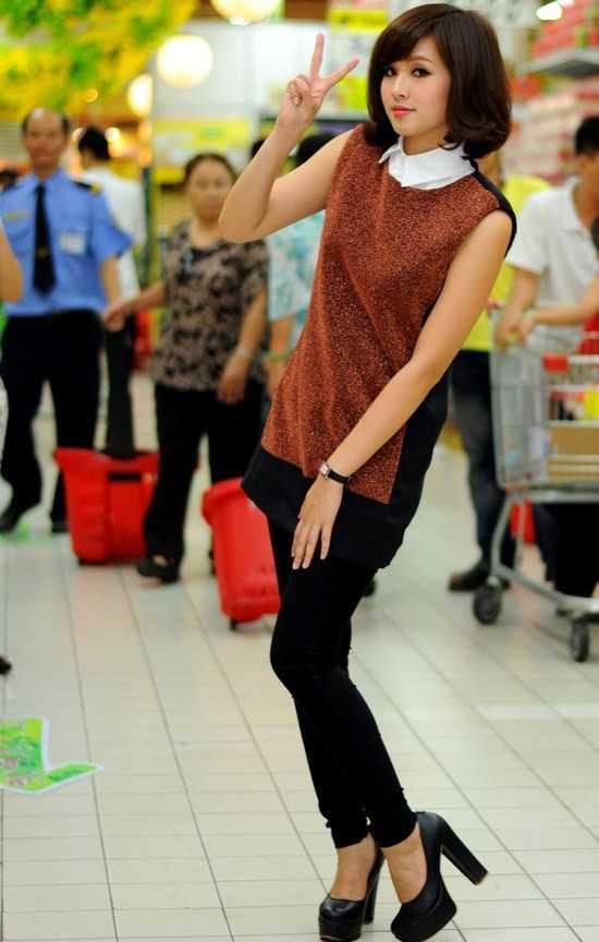 Tâm Tít tên thật là Phạm Thanh Tâm, sinh năm 1989. Cô cao 1m60. Không sở hữu chiều cao vượt trội và cặp chân dài, nhưng Tâm Tít được trời phú khuôn mặt xinh xắn, dễ thương và trong sáng.