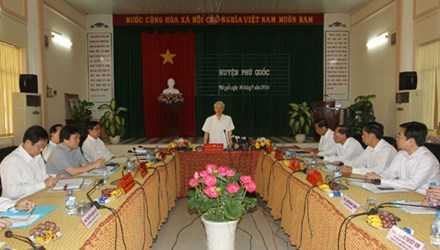 Tổng Bí thư Nguyễn Phú Trọng phát biểu tại buổi làm việc với các đồng chí lãnh đạo tỉnh Kiên Giang và huyện Phú Quốc. Ảnh: Trí Dũng–TTXVN