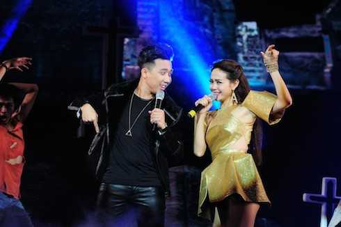 Minh Hằng, Hà Hồ, Thu Thủy và nhiều ca sỹ nổi tiếng cũng góp mặt trong liveshow với vai trò khách mời.
