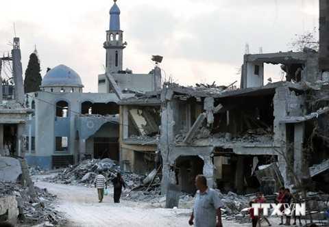 Nhiều ngôi nhà bị phá hủy trong các vụ không kích của Israel tại thành phố Beit Hanun, phía bắc Dải Gaza ngày 18/8