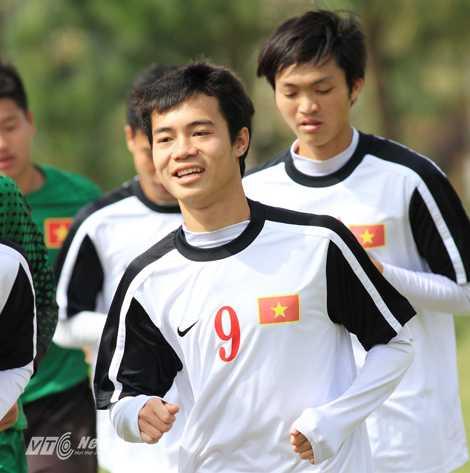 Văn Toàn và các đồng đội phải tích lũy thêm nhiều mới đủ sức đá V-League                (Ảnh: Minh Trần)