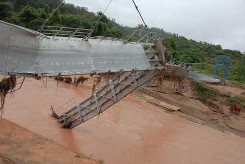 Cầu Sam Lang gãy sau hơn 2 tháng đưa vào sử dụng (Ảnh: VNE)