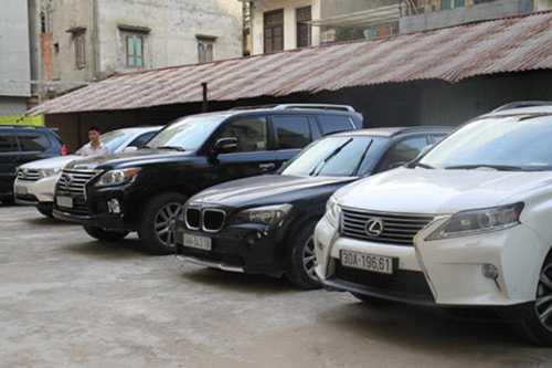 7 chiếc xe của Minh Sâm đang bị thu giữ tại cơ quan điều tra.