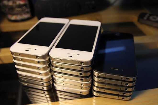 iPhone 4, 4S đã qua sử dụng là những sản phẩm đời cũ có doanh số tốt.