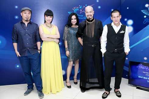 NTK Đức Hùng, Võ Thùy Dương cùng Hội đồng nghệ thuật: Nhạc sỹ Huy Tuấn, Diva Thanh Lam và Đạo diễn Việt Tú