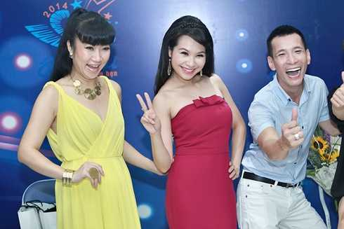 NTK Võ Thùy Dương có phút nhí nhảnh bên MC Mỹ Lan và chuyên gia trang điểm Kenny Thái