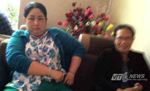 Nghi can Huỳnh Bá Thạch Thảo (áo xanh) và Nguyễn Thị Hòađã bị bắt tạm giữ, cơ quan chức năng đang tiến hành điều tra mở rộng. Ảnh: Huy Phan