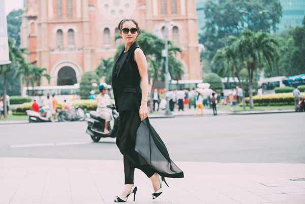 Cuối tuần qua, khi vào Sài Gòn để ghi hình cho cuộc thi The Voice Kids,              Jennifer Phạm đã tranh thủ thực hiện bộ ảnh street style, ghi lại khoảnh              khắc ngoài đời thường của cô.