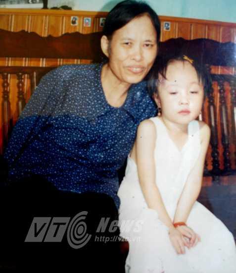 Bà Hằng và cháu nội