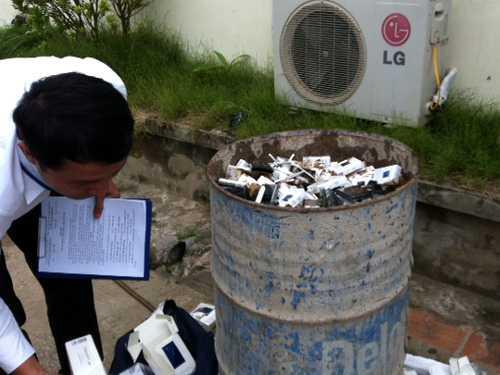 Tiến hành tiêu hủy số thuốc lá lậu do tiếp viên trưởng VNA xách về