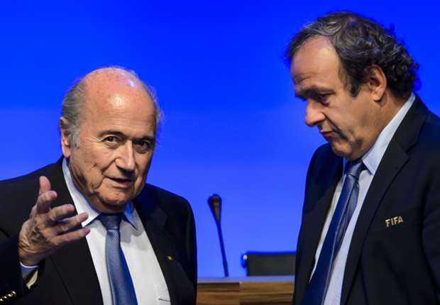 Platini (trái) vốn không ủng hộ Blatter