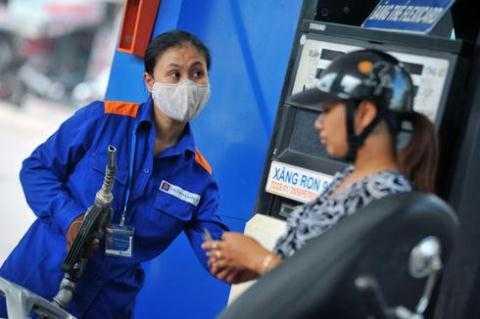 Giá xăng lại giảm mạnh