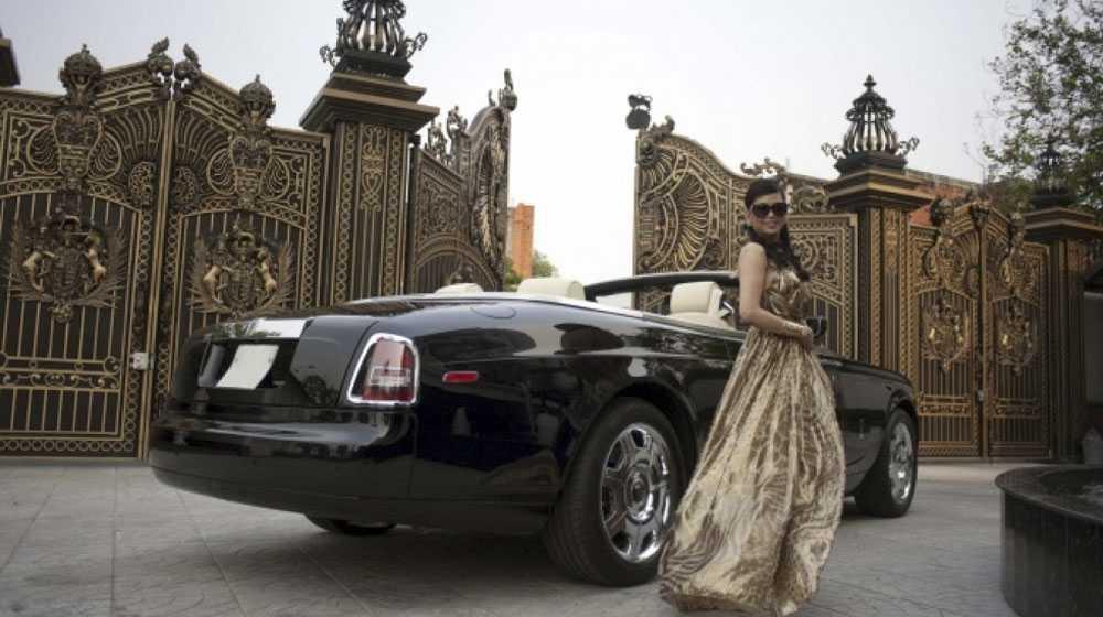 Nữ đại gia thường xuyên xuất hiện cùng chiếc Rolls-Royce đen mang biển số đuôi 88